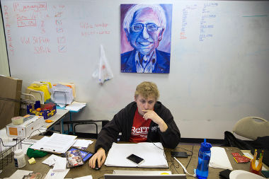 MoA - British Spies Infiltrated Bernie Sanders' Campaign?